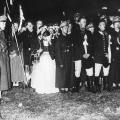 """Die Nationalsozialisten integrieren den 1. Mai als """"Tag der nationalen Arbeit"""" in ihre rassistische Ideologie: Maifeier der Hitlerjugend auf dem Brocken 1933."""