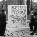 Mahnung zu Einigkeit und Freiheit – 1948 errichteter Gedenkstein in Berlin-Friedrichshain.