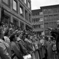 In der Bundesrepublik gerät das Arbeiterlied zunehmend in Vergessenheit, nur noch wenige pflegen diese Tradition: Chor der IG Metall 1961.
