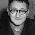 """…1934 dann das kommunistische """"Einheitsfrontlied"""" komponiert. Den Text schreibt Bertolt Brecht.9.…1934 dann das kommunistische """"Einheitsfrontlied"""" komponiert. Den Text schreibt Bertolt Brecht."""