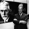 Ahnengalerie der SPD: Willy Brandt neben dem Porträt August Bebels im Erich-Ollenhauer-Haus (1978).