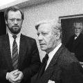 August Bebel im Büro des ehemaligen Bundeskanzlers: Helmut Schmidt, hier zusammen mit Rudolf Scharping (1987).