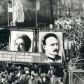 Die DDR gedenkt ihrer Ikonen: Demonstration zum 55. Todestag von Rosa Luxemburg und Karl Liebknecht 1974 in Berlin.