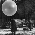 Um in der DDR den Widerstand gegen die SED-Diktatur zu fördern, setzte das Ostbüro unter anderem mit Flugblättern bestückte Gasluftballons ein.