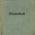 1907 führt die SPD einheitliche Mitgliedsbücher ein (Exemplar von 1909).
