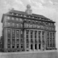 Das noch heute stehende Gebäude der Arbeiter-, Turn- und Sportschule Leipzig diente als Versammlungsort der Sozialdemokratie (Foto von der Einweihung, 1926).