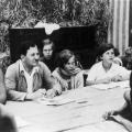 Der Sozialdemokrat Kurt Löwenstein 1927 bei der Sitzung des Lagerparlaments in Seekamp. Löwenstein steht für alternative Erziehungsmethoden und setzt sich als Politiker für die Themen Jugend und Bildung ein.