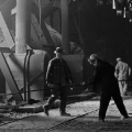 Arbeiten bei sengender Hitze im Röchling Stahlwerk im Saarland 1965.