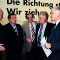 Bei der SPD-Funktionärskonferenz 1995 in Hannover kommen Landtagsabgeordnete zusammen: Wolfgang Senff, Gerhard Schröder, Wolf Weber, Hinrich Swieter und Gerhard Glogowski.