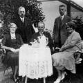 Eine Lebensaufgabe: Friedrich Bartels (sitzend), Präsident des preußischen Landtags von 1925 bis 1931, übt ab 1919 zwölf Jahre lang das Amt des Kassierers im SPD-Vorstand aus. Hier zu sehenzusammen mit dem stellvertretenden ADGB-Vorsitzenden Peter Grassmann (links).