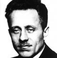 Siegmund Crummenerlist ab 1932 Kassierer der SPD auf Reichsebene. Nach der Machtübernahme der Nationalsozialisten bringt er einen Teil des Parteivermögens ins Ausland, womit die Arbeit der Sopade im Exil finanziert wird.