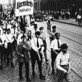 """Die Buchdrucker des sozialdemokratischen """"Vorwärts"""" demonstrieren in Berlin gegen den Terror der SA."""
