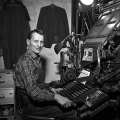 In den 1950er Jahren: Ein Maschinensetzer bei der Arbeit.