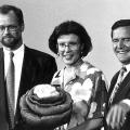 Eine der bekanntesten Enkelinnen ist Heidemarie Wieczorek-Zeul, hier 1993 mit ihren Mitbewerbern um den SPD-Vorsitz. Scharping gewinnt die Wahl.