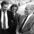 """Die """"Enkel-Generation"""": Oskar Lafontaine, Rudolf Scharping, Björn Engholm und Herta Däubler-Gmelin mit Willy Brandt beim SPD-Frühlingstreffen 1987 in Norderstedt"""