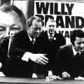 Der junge Sozialdemokrat Engholm unterstützt Brandt bei der Bundestagswahl 1972, hier bei einer Kundgebung in Lübeck.