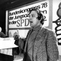 Hervortreten aus den Reihen der Jungsozialisten, Gerhard Schröder wird bei deren Bundeskongress 1978 in Hofheim zum Vorsitzenden gewählt…