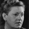 """Elisabeth Selbert setzte nach mehreren gescheiterten Abstimmungen im Parlamentarischen Rat durch, dass der Satz  """"Männer und Frauen sind gleichberechtigt"""" ins Grundgesetz aufgenommen wurde."""