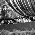 """…hier 1958. Diese Veranstaltung stand unter dem Motto """"Ehrfurcht vor dem Leben"""", das auf die Freiheit aller Menschen, unabhängig von Nationalität, Geschlecht und Hautfarbe zielte."""
