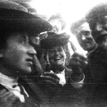 Amsterdam 1904: Der SPD-Vorsitzende August Bebel hebt symbolisch den Finger gegen Rosa Luxemburg.