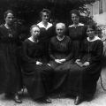 Erst 1919 durften Frauen auf Reichsebene wählen. Zu sehen sind einige Mitglieder der SPD-Fraktion in der Deutschen Nationalversammlung: Johanna Tesch, Toni Pfülf, Elfriede Ryneck, Anna Simon, Frieda Hauke und Minna Martha Schilling.