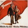 So veränderte sich das Bild der kämpfenden Frau: Auf dem SPD-Plakat zu den Wahlen 1919 noch mit wehender Fahne und einem stützenden Mann nach vorne schauend...