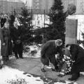 Auch lange nach seinem Tod wird an ihn erinnert: Kranzniederlegung an der Ebert-Büste im Friedrich-Ebert-Stadion in Berlin 1955...
