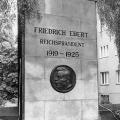 ...und ein Gedenkstein in der Afrikanischen Straße in Berlin 1970.