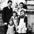 Gustav Heinemann in jungen Jahren mit seiner Frau Hilda und seinen vier Kindern (etwa 1931).