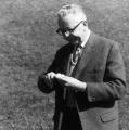 Immer bodenständig geblieben: Gustav Heinemann beim Kartoffelschälen.