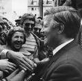 Bundestagswahlkampf 1976: Helmut Schmidt mischt sich unter das Volk.