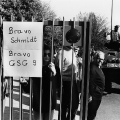 """Lob für Schmidts Vorgehen gegen den RAF-Terrorismus, hier nach der erfolgreichen Befreiung der entführten Lufthansa-Maschine """"Landshut""""."""