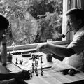 Auszeit von der Politik: Schmidt beim Schachspiel mit seiner Ehefrau Loki...