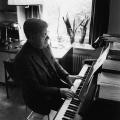 ...und am Klavier. Der passionierte Musiker ist auf mehreren Schallplatten als Interpret klassischer Werke zu hören.