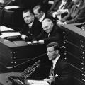 Schmidt im Jahr 1965 bei einer Rede im Deutschen Bundestag, dem er seit 1953 angehört.