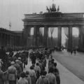 Obwohl Reichskanzler a.D., bekam Hermann Müller kein offizielles Staatsbegräbnis, dennoch begleiteten Tausende Bürger seinen Trauerzug.