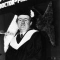 Bereits als Ministerpräsident entwickelt Rau eine besondere Beziehung zu Israel. 1986 verleiht ihm die Universität Haifa als erstem Deutschen die Ehrendoktorwürde.