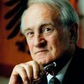 Im Jahr 1999 wird Rau als zweiter Sozialdemokrat zum Bundespräsidenten gewählt.