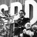 1966: Rau tritt während des SPD-Parteitags in Dortmund als Redner auf.