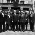 Johannes Rau und sein Kabinett nach der Wiederwahl als Ministerpräsident im Jahr 1985.
