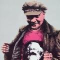Lenin trägt Marx auf der Brust: Plakat (1984).