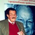 Günter Grass bei einer Ausstellung der Friedrich-Ebert-Stiftung im Warschauer Schloss, die am 6. Dezember 2000 zu Ehren von Willy Brandt eröffnet wurde.