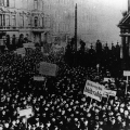 Die Revolution beginnt: meuternde Matrosen in Kiel am 4. November 1918.