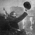 November 1918: Friedrich Ebert spricht vor dem Brandenburger Tor.