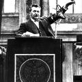 Eine typische Geste des geübten Redners: Otto Wels 1932.
