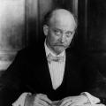 Von 1919 bis 1925 ist Philipp Scheidemann Oberbürgermeister seiner Geburtsstadt Kassel, hier 1925 am Schreibtisch.