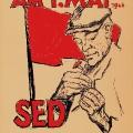 … dieses Plakat der SED zeigt zudem einen Arbeiter, der die Nelke traditionell im Knopfloch platziert, und erinnert so vor allem an die Repressionen, die Sozialisten ihrer Überzeugung wegen erleiden mussten.<br> Bildrechte: AdsD