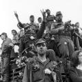 """Der Aufstand junger Soldaten, die 1974 die portugiesische Diktatur stürzten, wird als """"Revolução dos Cravos"""" erinnert – als Nelkenrevolution.<br> Bildrechte: Fotoagentur SVEN SIMON GmbH"""