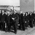 ...in erster Reihe: Carlo Schmid, Erich Ollenhauer, Egon Franke und Paul Löbe (von rechts) auf dem Bonner Frankenplatz.