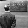 Am zehnten Todestag wird eine Gedenktafel am Kurt-Schumacher-Haus in Berlin enthüllt.